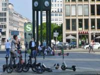 Scooter-Reihe auf dem Potsdamer Platz