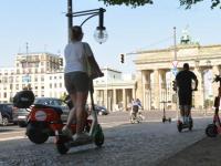 Scooter auf der Straße am 17. Juni