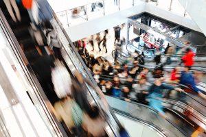 Wer sich dieses Shopping-Chaos öfter als alle zwei Wochen antut, verbraucht wertvolle Freizeitstunden und gibt überflüssig viel Geld aus.
