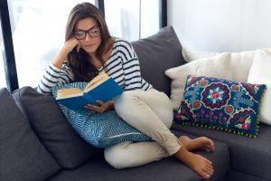Entspannung ist, was man aus deiner Freizeit macht – auch ein Abend mit Buch und Couch muss nicht langweilig sein – aber definitiv erholsam.