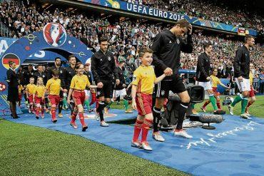 Kleines Fußballherz schlägt hoch