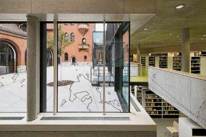 Hier triftt die Vergangenheit auf die Zukunft: Die Mittelpunktbibliothek Treptow wurde im vergangenen Jahr am Standort  der Alten Feuerwache an der Michael-Brückner-Straße eröffnet. Die Jury lobt auch die Effekte für den Kiez.