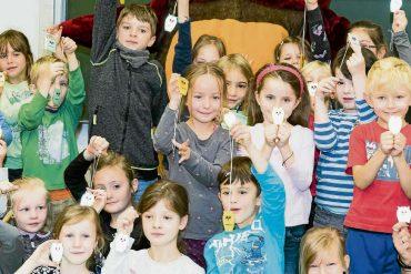 Leuchte-Eulen schützen Schüler