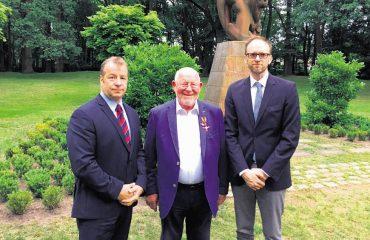 Helmut Walz mit Verdienstkreuz am Bande geehrt