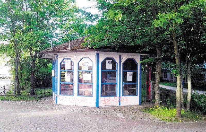 Kinder bauen ein Schloss für Hellersdorf