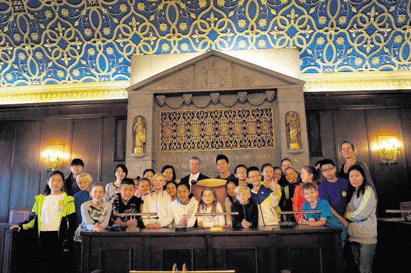 Chinesische Schüler zu Besuch im Rathaus