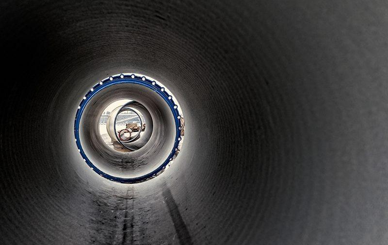 Wasserbetriebe bauen unter der Karlshorster Brücke