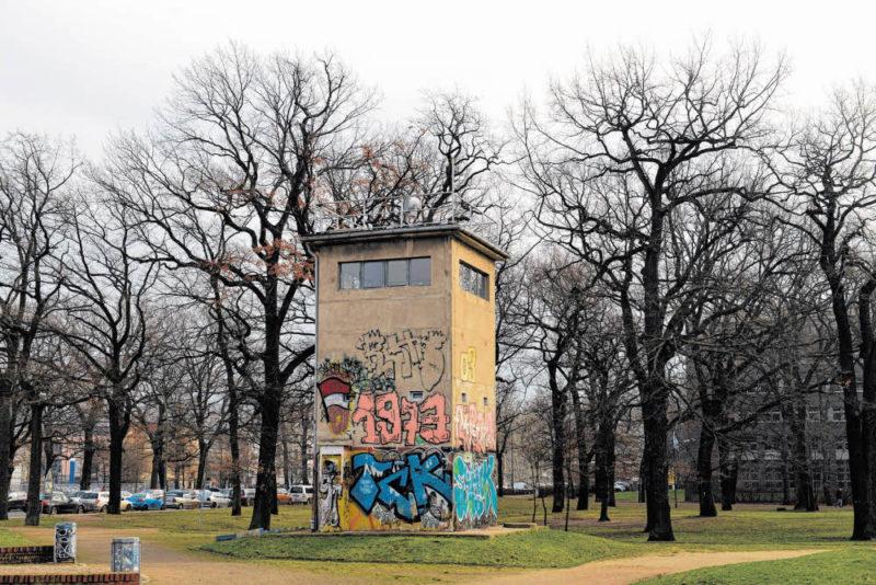 die bsr putzt 35 parks berliner abendblatt bsr gr nanlagen parks umweltstaatssekret r. Black Bedroom Furniture Sets. Home Design Ideas