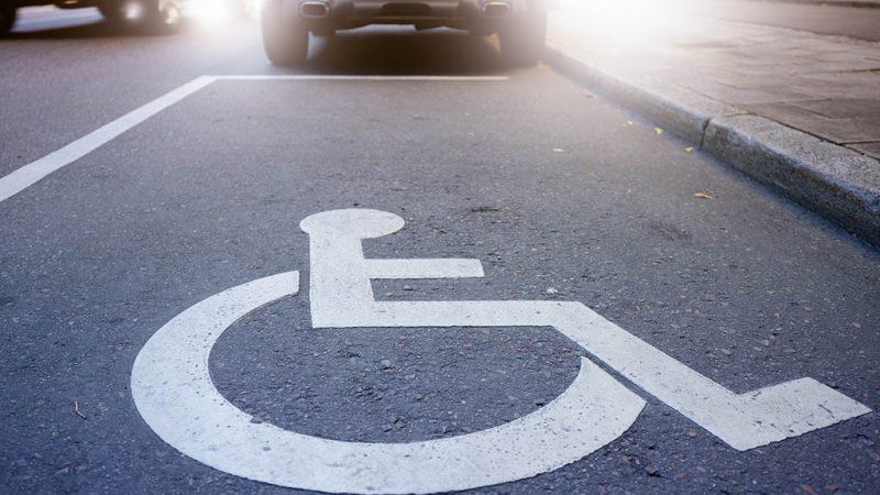 Grüne wollen mehr Behindertenparkplätze an Friedhöfen