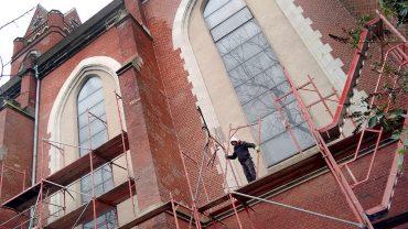 Neues Dach zum Jubiläum der St. Matthias-Kirche