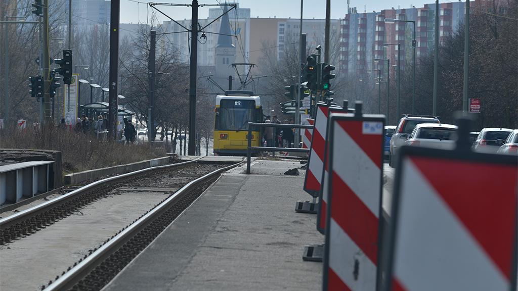 Rhinstraße auf neuen Spuren