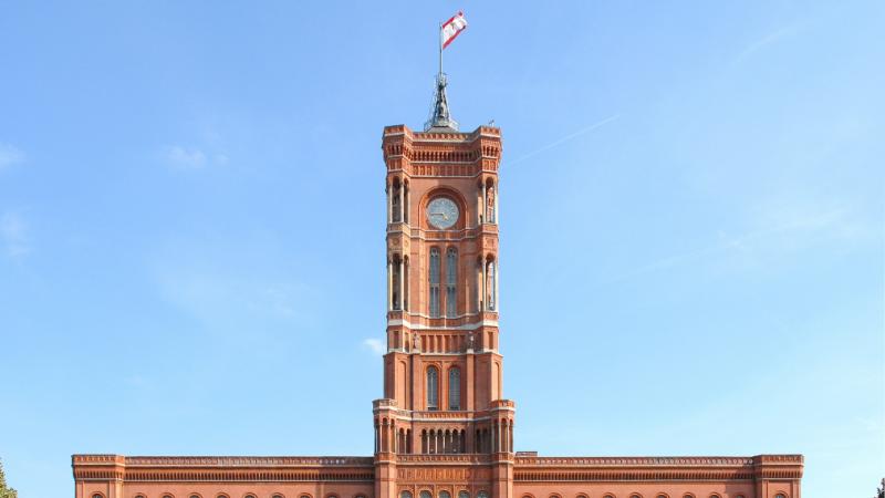 Rotes Rathaus: Alle Zeiger stehen still