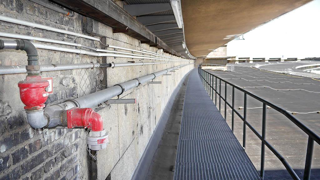 Geschichtsstunde auf dem Tempelhofer Flughafen-Dach