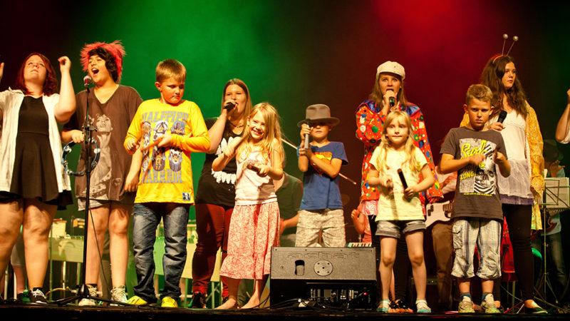 Jugendtheaterwerkstatt Spandau sieht wieder Land