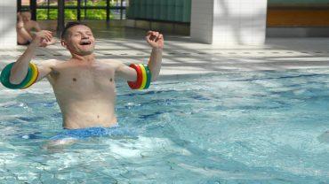 Schwimmpaten helfen Kindern