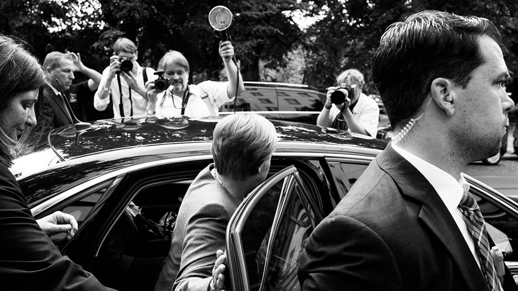 Fotoausstellung: Polit-Rituale am Beispiel Angela Merkel