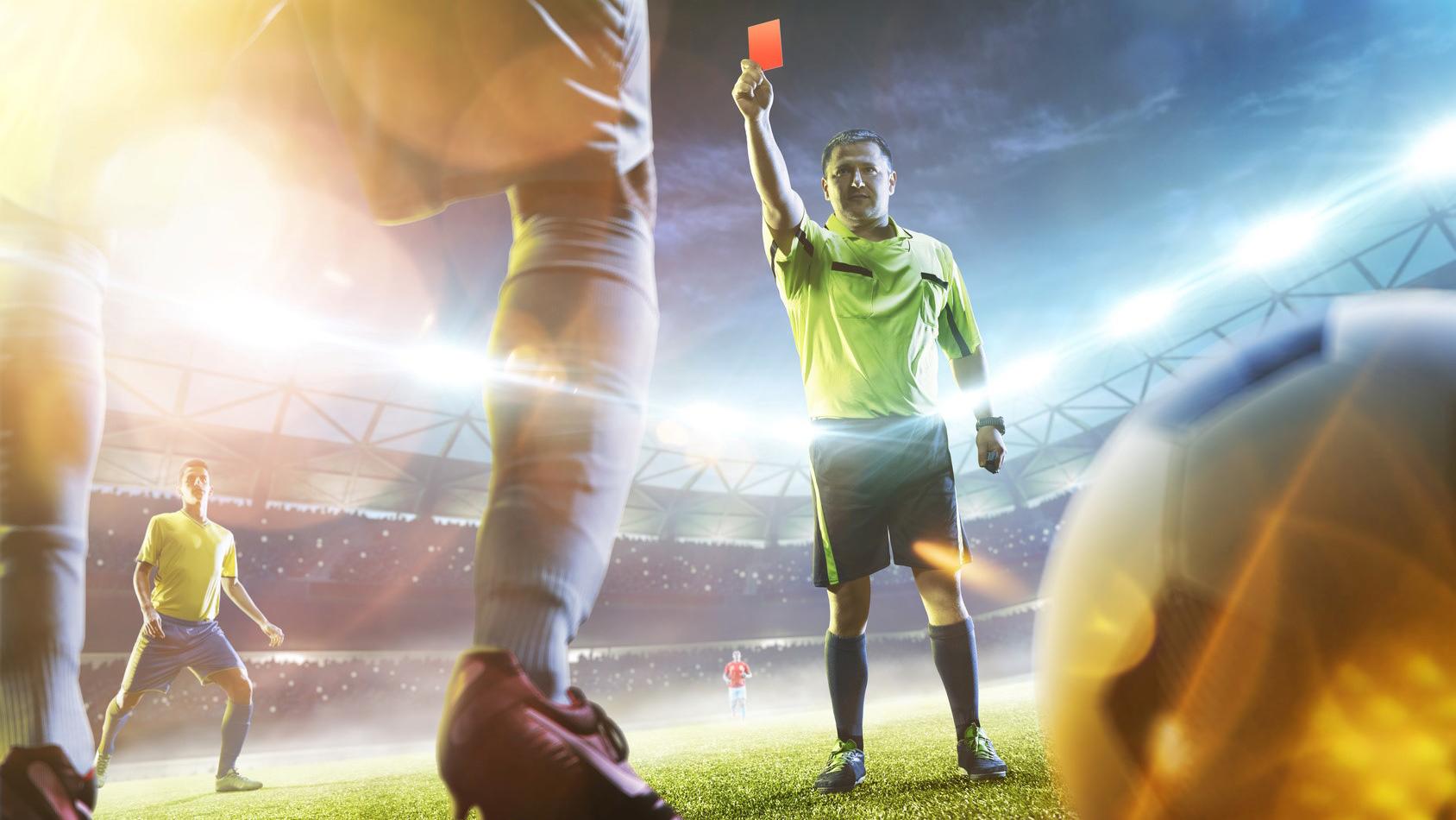 Die größten Fehlentscheidungen im Fußball