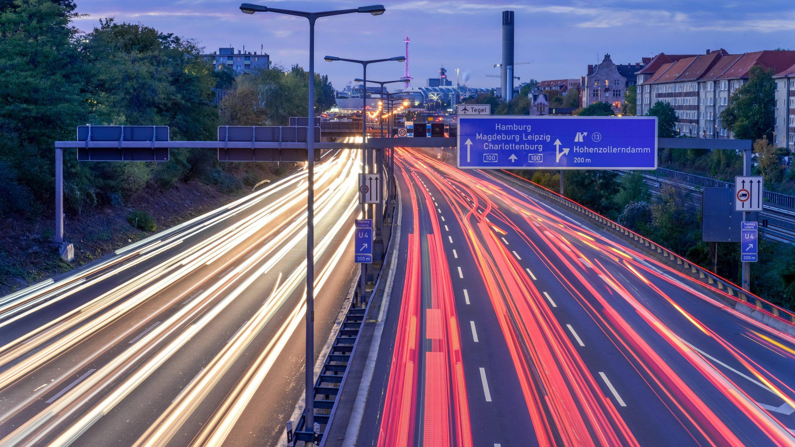 Leben oberhalb der Stadtautobahn
