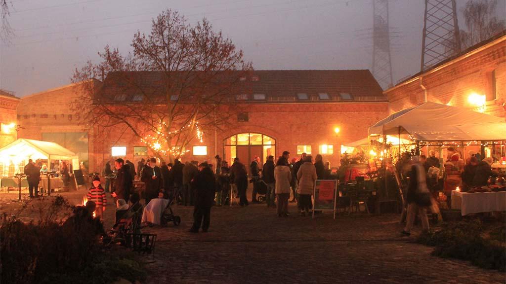 Advents-Feeling auf dem Naturhof und vor dem Rathaus