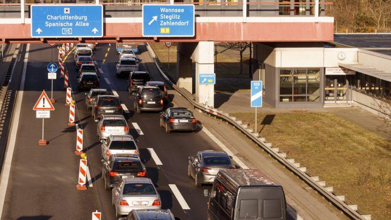 Freie Fahrt am Autobahnkreuz Zehlendorf