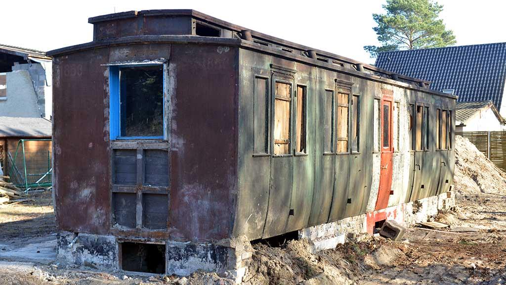Sensationsfund: Alter Salonwagen steht im Garten