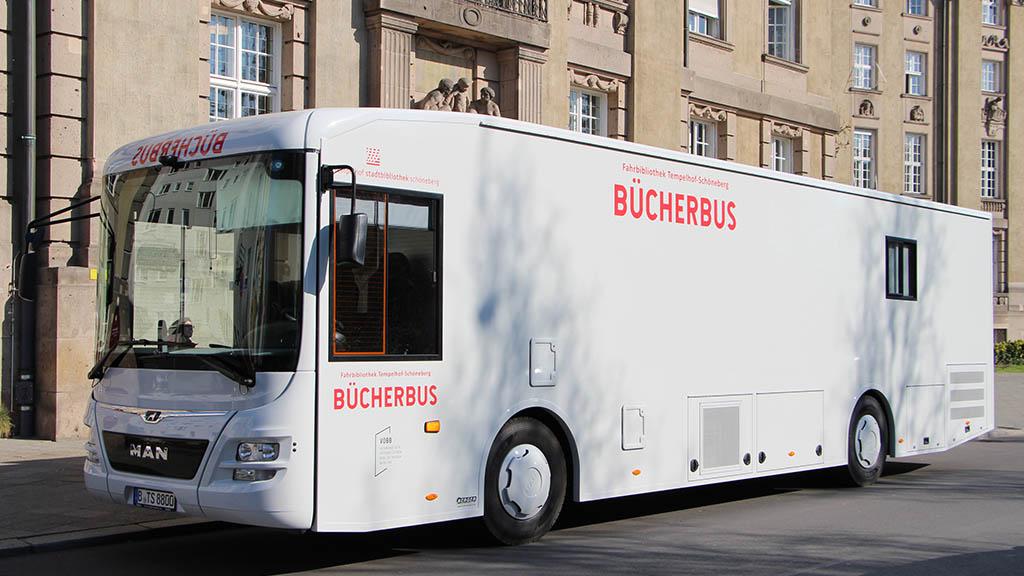 Neuer Bücherbus rollt durch Tempelhof-Schöneberg