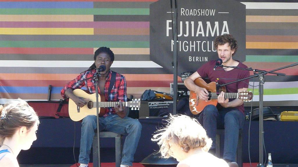 Livemusik auf dem Wochenmarkt am Hermannplatz