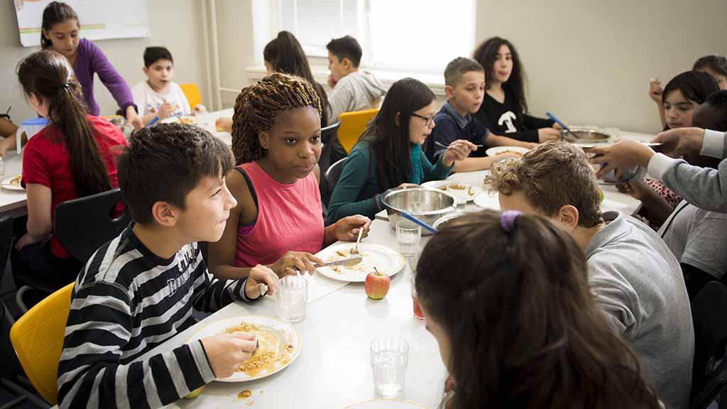 Gratis-Mittagessen sorgt für Platznot in Grundschulen