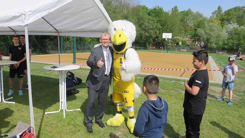 Spandau: Basketballfeld im Südpark eingeweiht