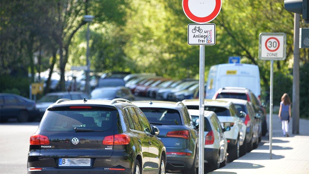 Viele Autos – wenig Platz in Marzahn-Hellersdorf