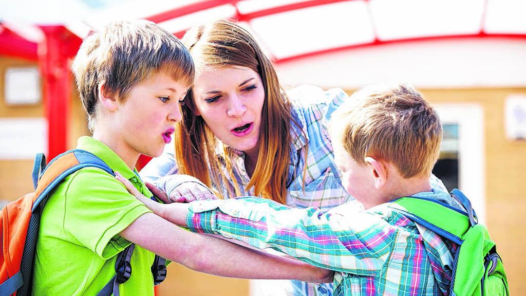 Schulsozialarbeiter lösen Konflikte.