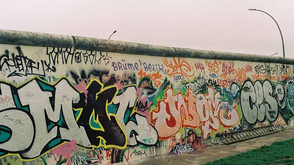 Berlin-Spandau: Künstler bauen die Mauer wieder auf