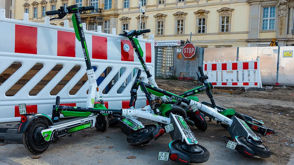 Berlin-Mitte: Ordnung ins E-Scooter-Chaos bringen