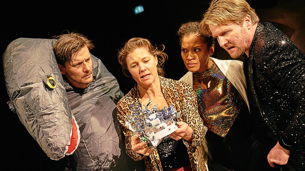 Premierenfeier und Uraufführung im Berliner Ensemble