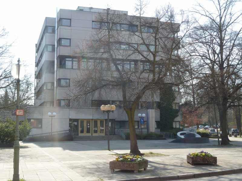 Asbest im Rathaus Zehlendorf: Bezirk gibt Entwarnung