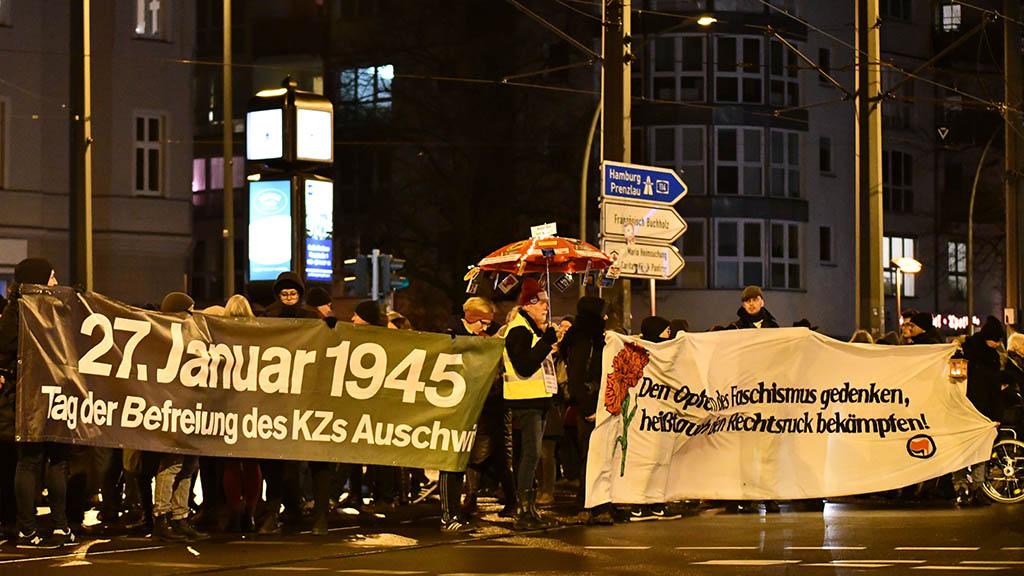 Berlin-Pankow: Auschwitz-Gedenken mit Lichterkette