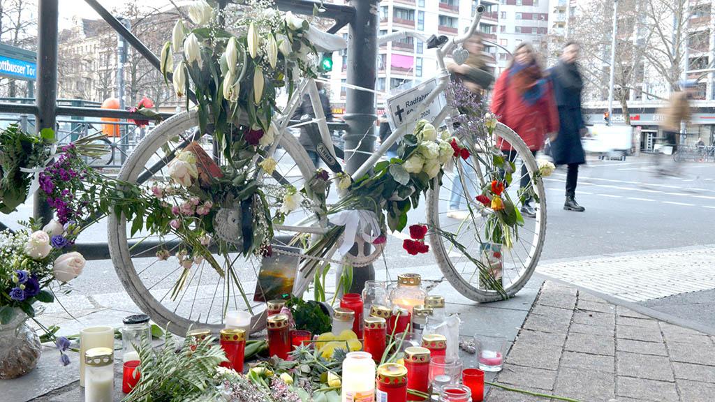 Berlin-Kreuzberg: Folgen des tödlichen Verkehrsunfalls