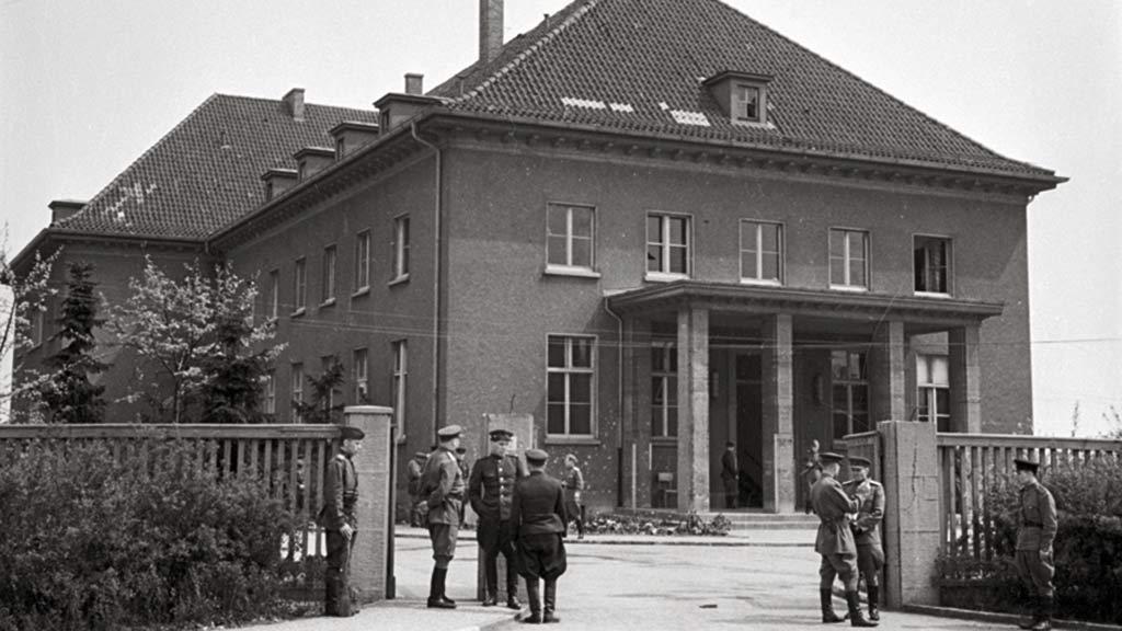 Berlin-Lichtenberg: Gedenken an 75 Jahre Weltkriegsende