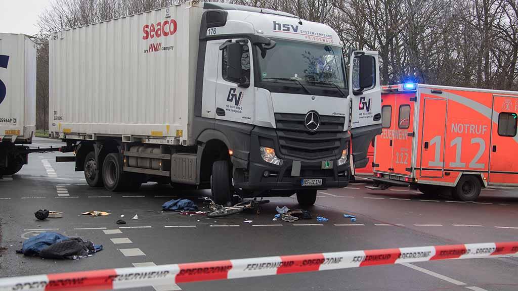 Nach tödlichen Unfällen in Berlin: Abbiegeassistenten sollen Radfahrer schützen