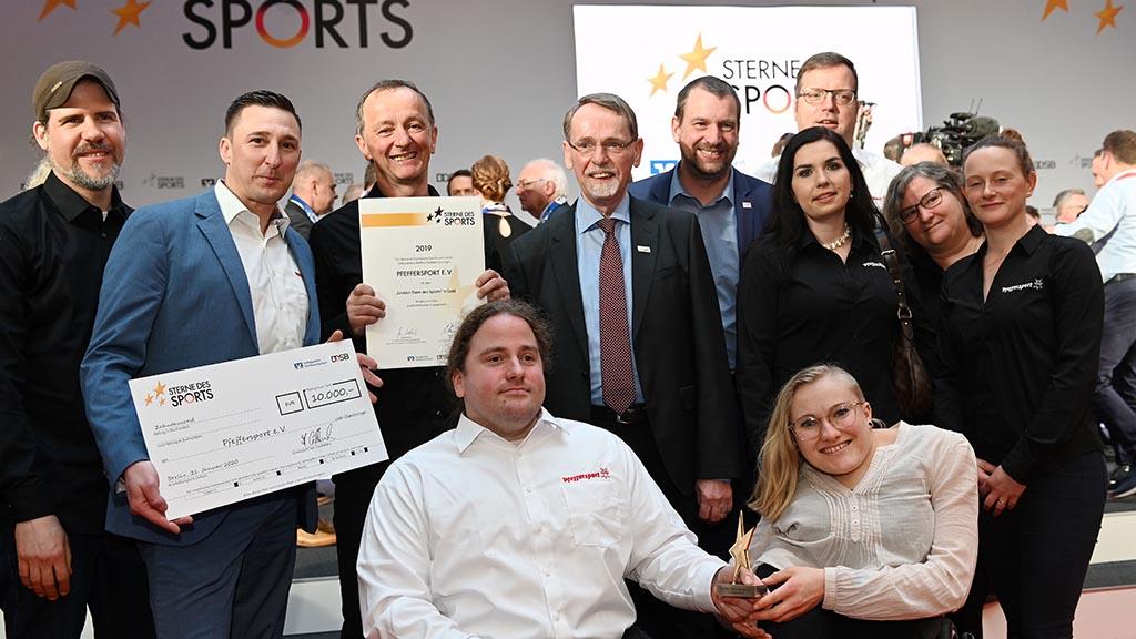 Berlin-Prenzlauer Berg: Goldener Stern des Sports leuchtet