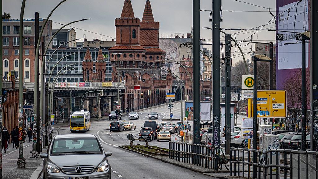 Friedrichshain-Kreuzberg: Stau-Gefahr auf der Oberbaumbrücke