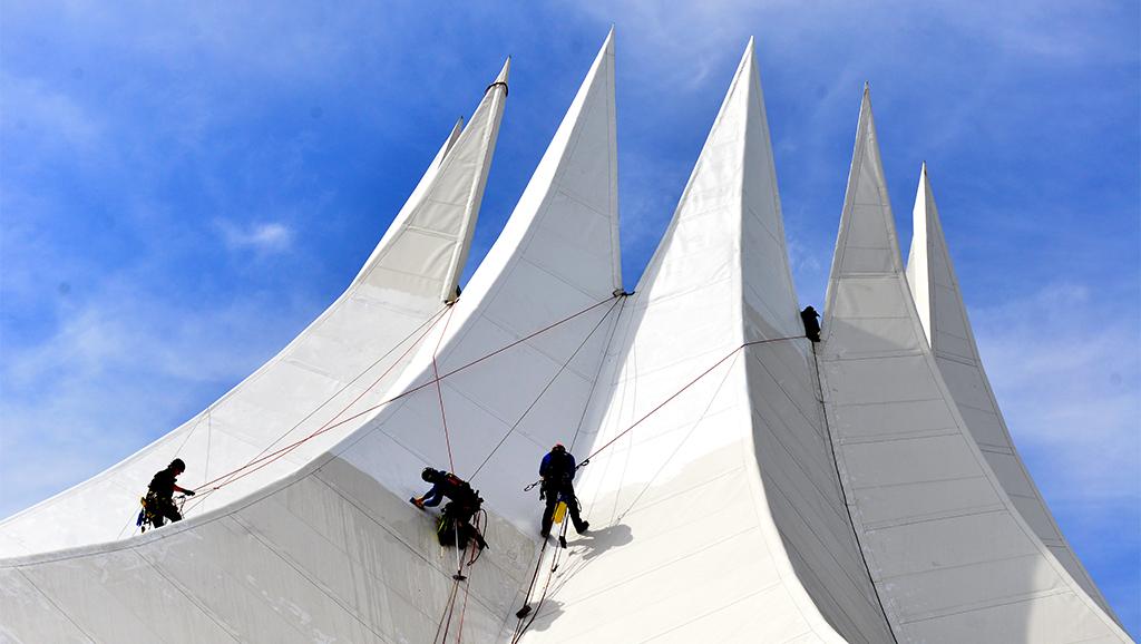 Berlin-Kreuzberg: Klar Schiff für's Tempodrom-Dach