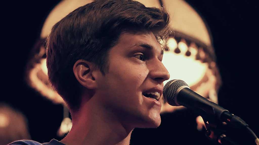 Musikkabarettist im Live-Stream der ufaFabrik