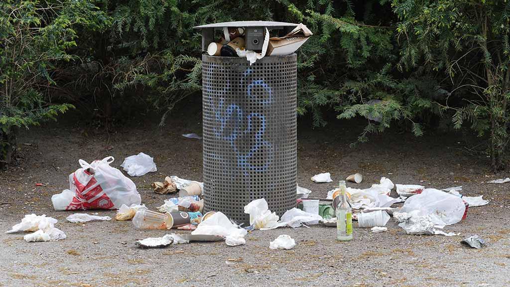 Parks werden in der Corona-Krise verstärkt genutzt. wodurch mehr Müll anfällt.