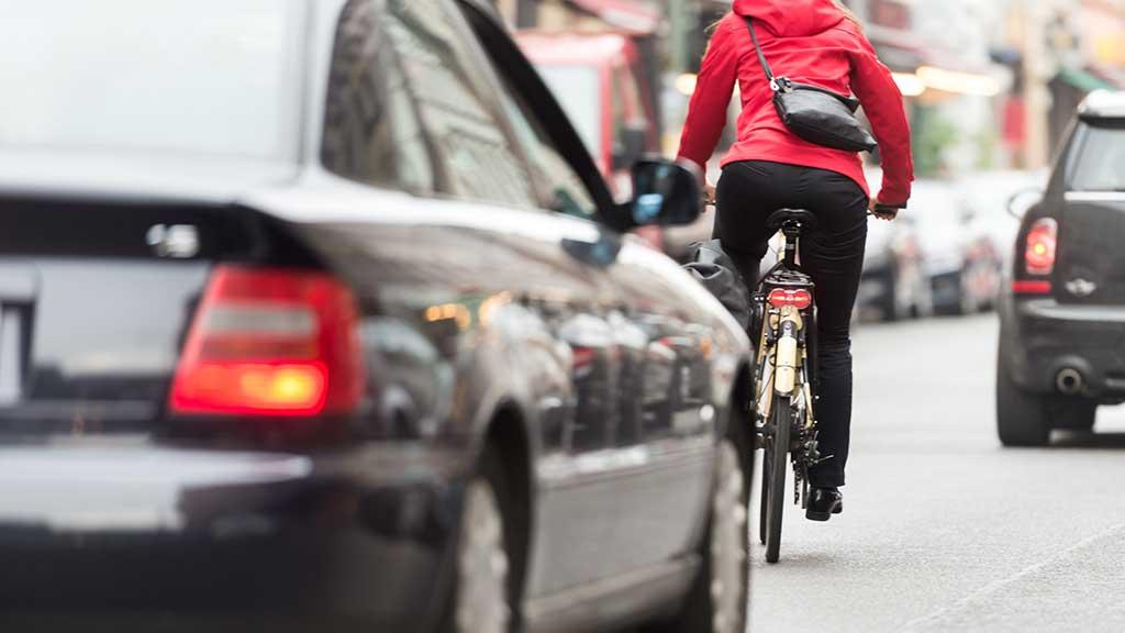 Straßenverkehrs-Novelle: Mehr Abstand zwischen Radfahrern und Autos