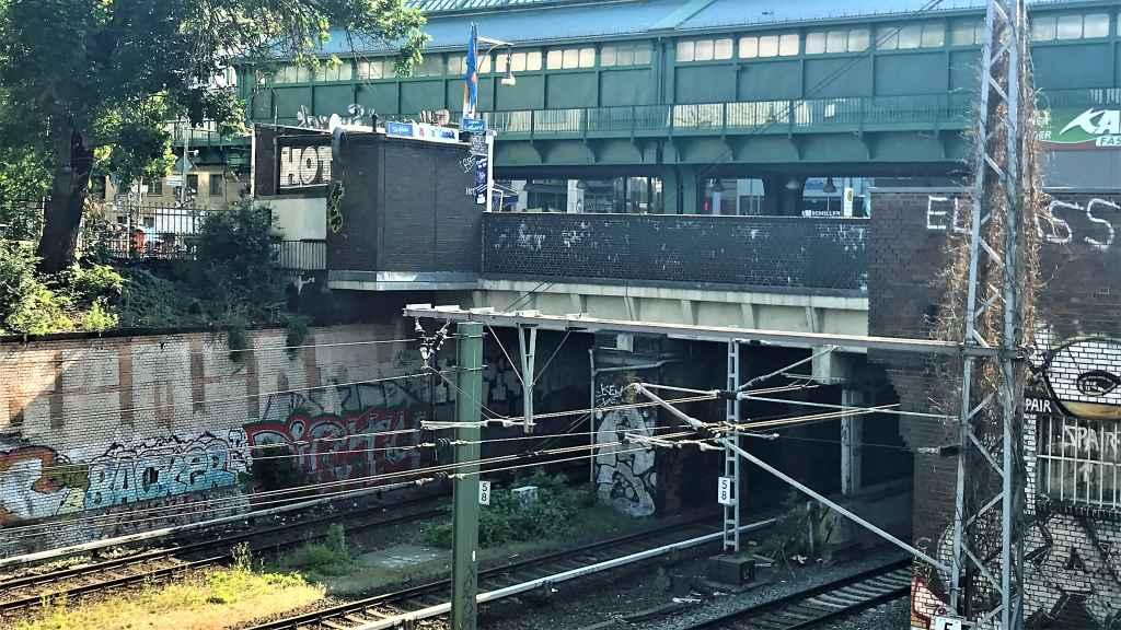 Schönhauser Allee: Brücke für schwere Lkw gesperrt