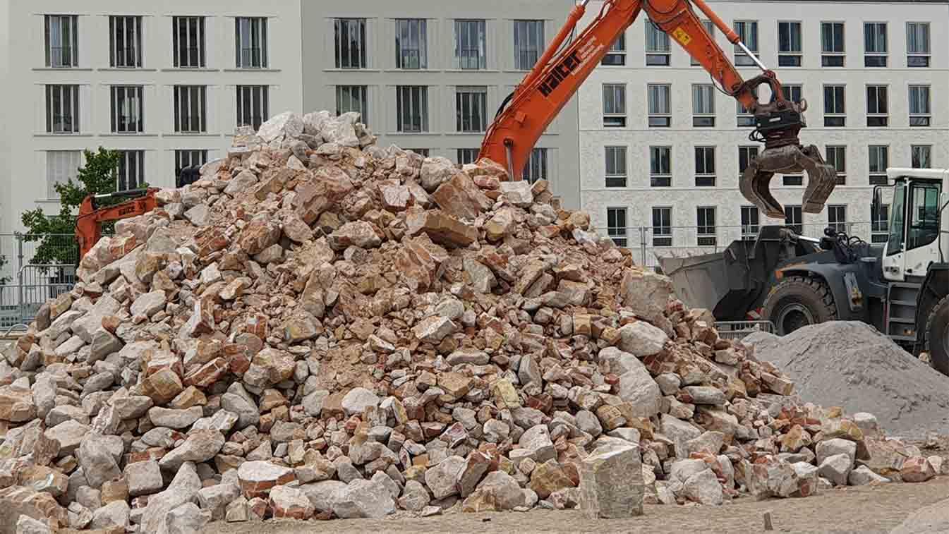 Berlin-Mitte: Erst aufwendig saniert, jetzt nachhaltig zerstört