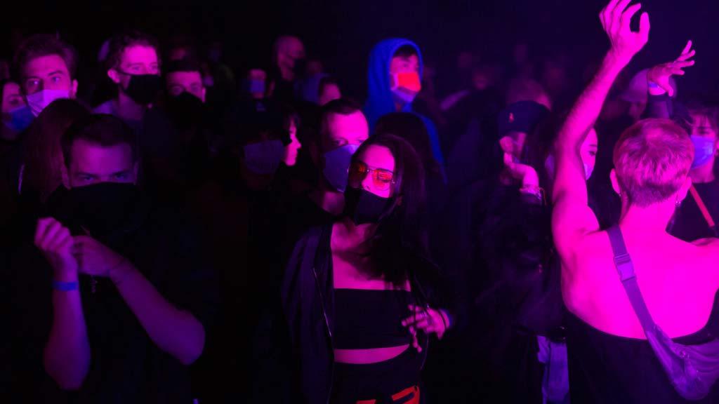 Berlin-Lichtenberg: Rave im Zeichen von Corona