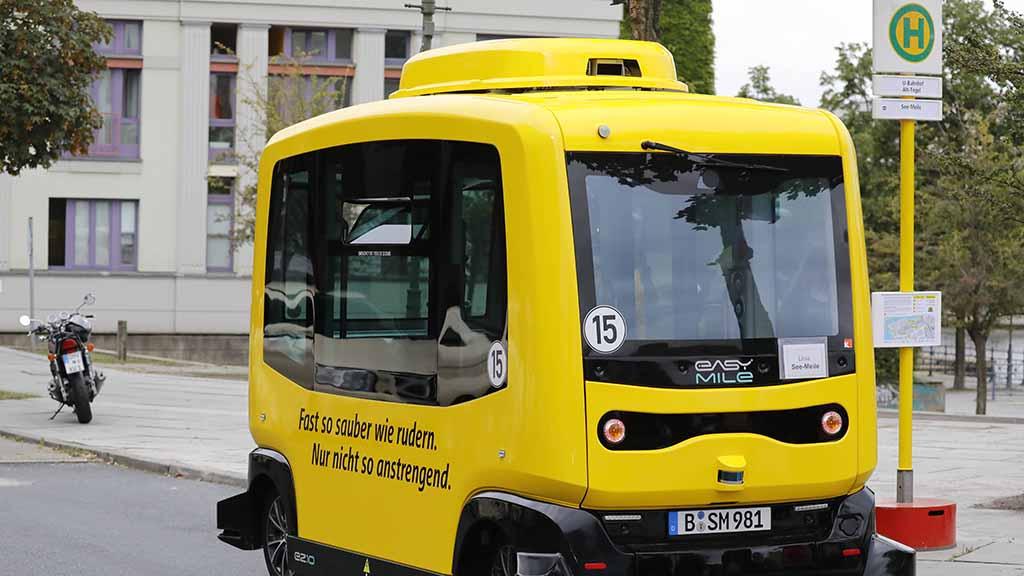Fahrerlose Busse kurven wieder durch Tegel