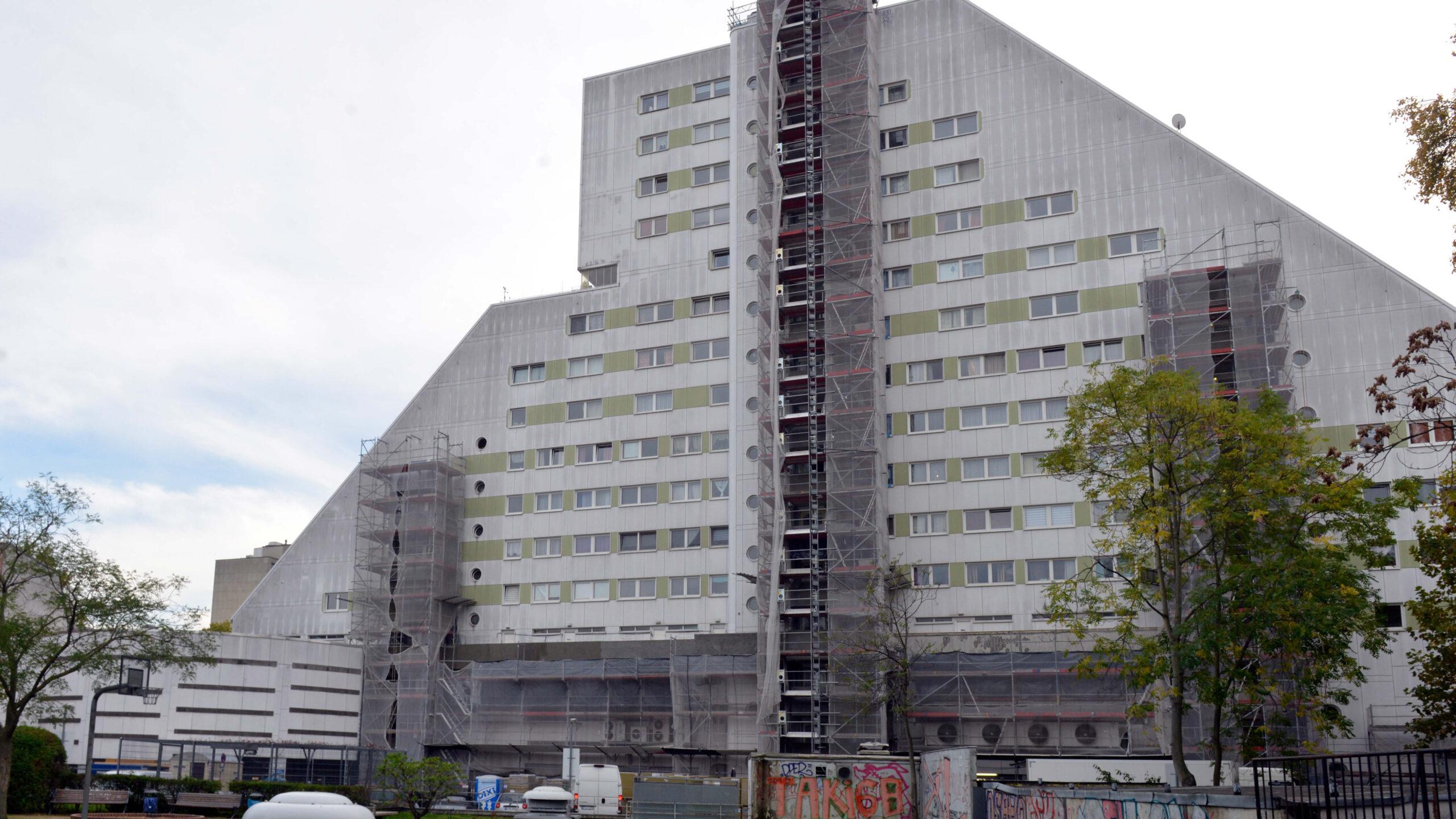 Berlins schlimmstes Wohnhaus: Spritzen und Fäkalien statt Wärme